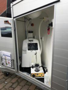 Ultraschallvernebler und den sauerstoffkonzentrator verbaut in einem Pferdeanhänger
